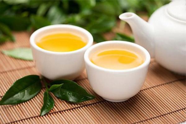 Uống nước trà khi uống thuốc sẽ làm mất tác dụng của thuốc